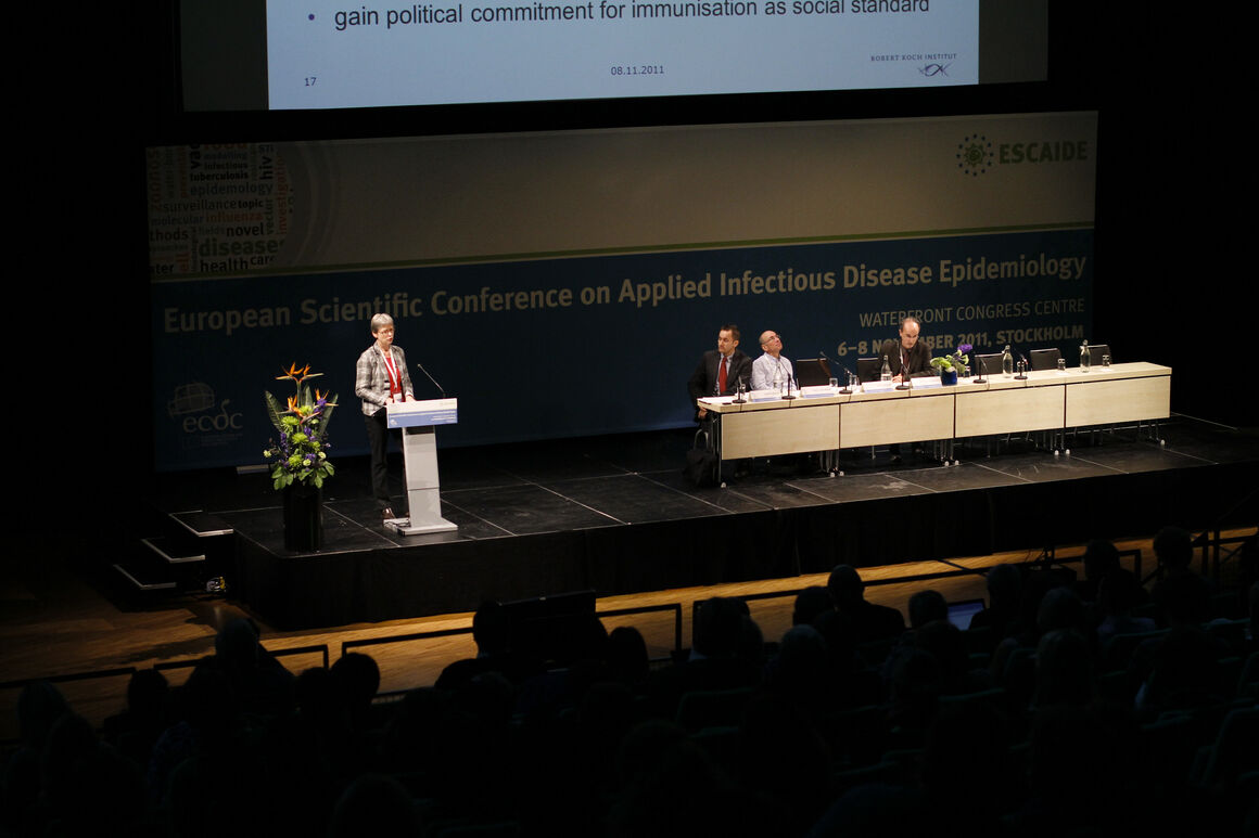 past ESCAIDE image 19