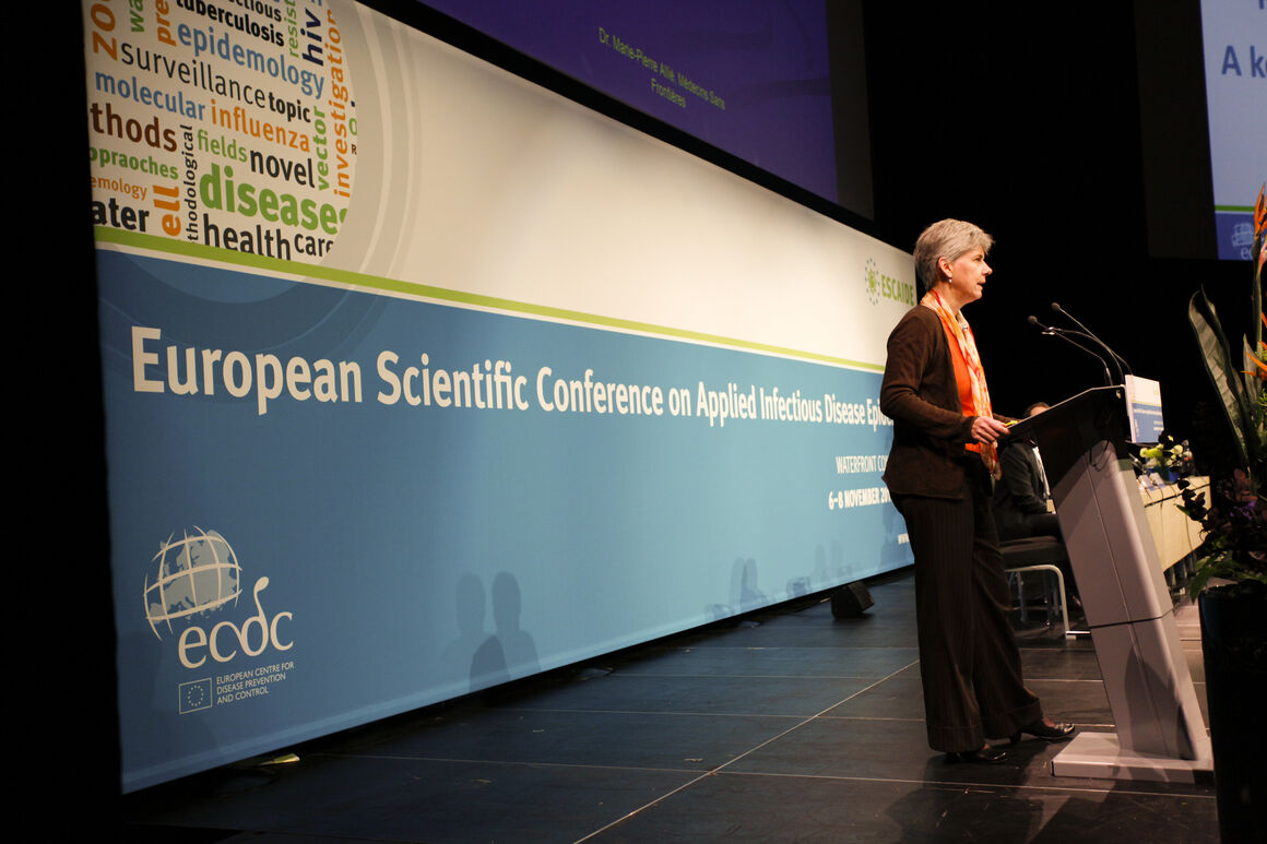 past ESCAIDE image 40